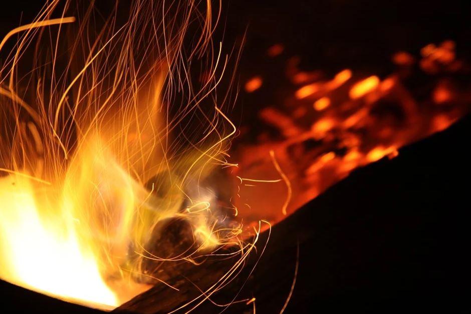 hořící oheň