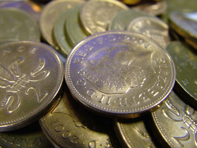 blízký záběr na euro mince na hromádce